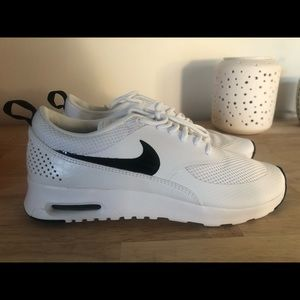 Women's Nike Air Max Thea Size 8